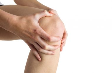 Woman with knee pain considers knee replacement surgery
