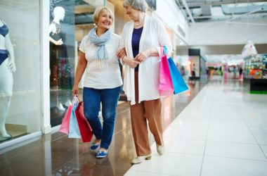 Shopping seniors getting out of the house for a longer life and healthier arteries
