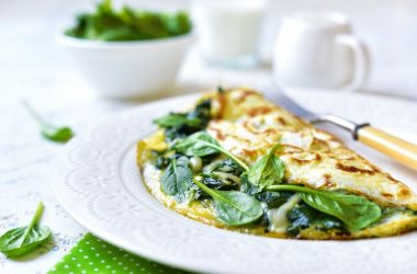 Omelette stuffed with spinach to illustrate nutrient combos to avoid