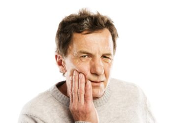 Senior man with toothache gets risky opioids for the pain